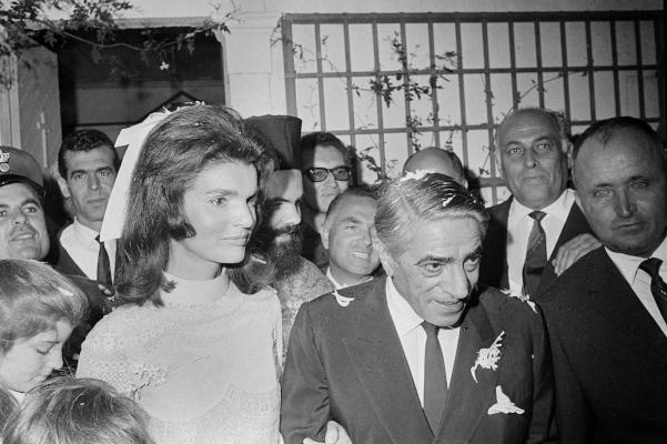 Στιγμιότυπο από τον γάμο του Αριστοτέλη Ωνάση με την Τζάκι Κένεντι το 1968 στον Σκορπιό