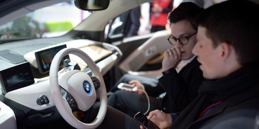 H BMW αποκτά τακτική παρουσία στο MWC όπου παρουσιάζει πώς οραματίζεται την αυτοκίνηση τα επόμενα χρόνια