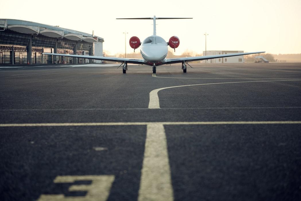 Αεροπλάνο στο αεροδρόμιο