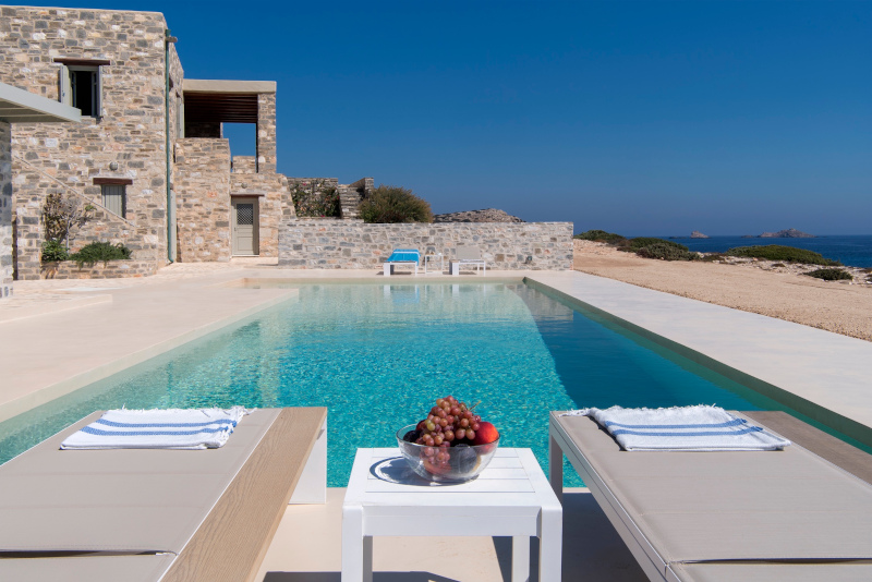 pisina-spiti-greece-sothebys-international-realty-paros-secret-cape.jpg