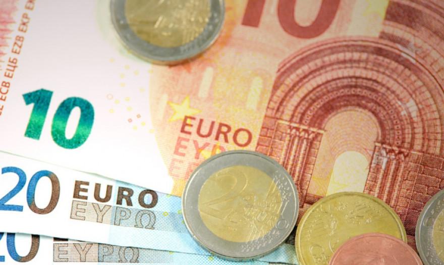 6 τρόποι να βγάλεις έξτρα χρήματα χωρίς να κουνηθείς από τον καναπέ |  Economistas.gr