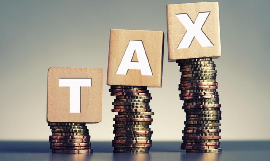 Περισσότεροι φόροι από μικρότερα εισοδήματα