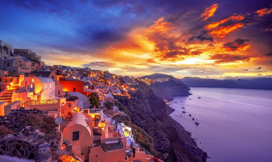 Τρία νέα πολυτελή ξενοδοχεία στη Σαντορίνη | Economistas.gr