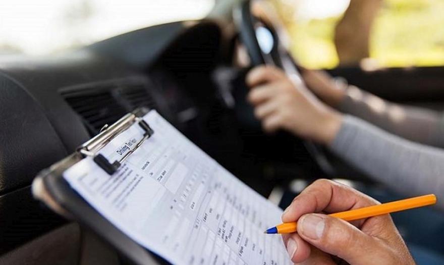 Εξετάσεις οδηγών με κάμερες και δίπλωμα από τα 17