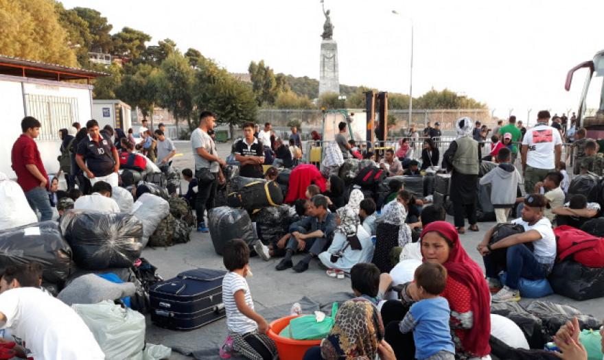 Αποτέλεσμα εικόνας για μεταφερονται προσφυγεσ