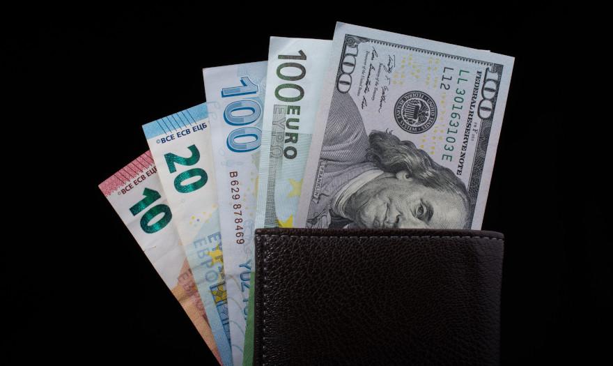 Πώς μπορεί να χάσει την ηγεμονία του το δολάριο