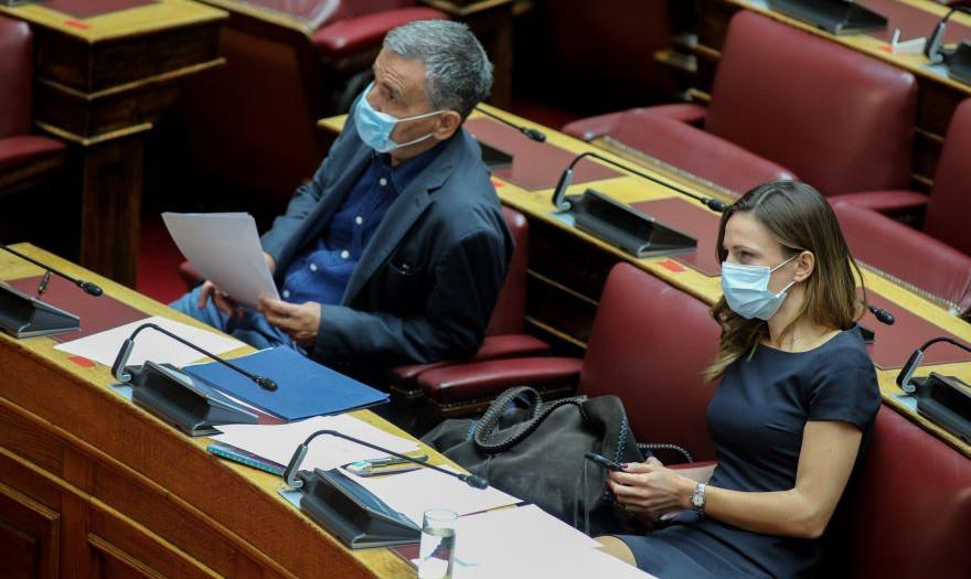 Αχτσιόγλου - Τσακαλώτος: Τα 8 ψέματα του κ. Σταϊκούρα | Economistas.gr